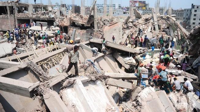 Sập nhà máy xi măng: 5 người chết, hàng trăm người bị chôn vùi