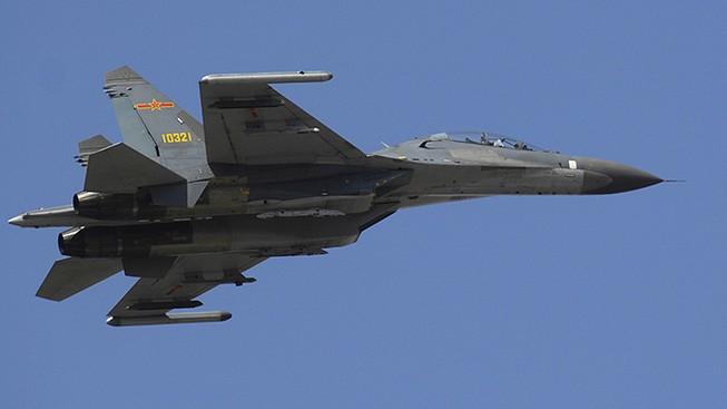 Chiến đấu cơ hạng nặng J-11D của Trung Quốc lần đầu cất cánh