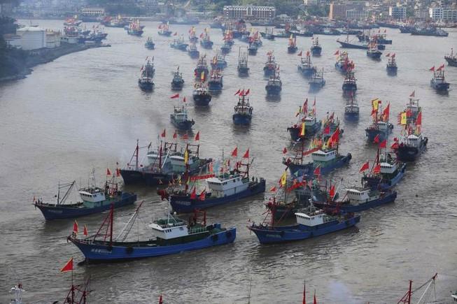 Tàu cá Trung Quốc đâm vào tàu chở hàng nước ngoài, 17 người mất tích