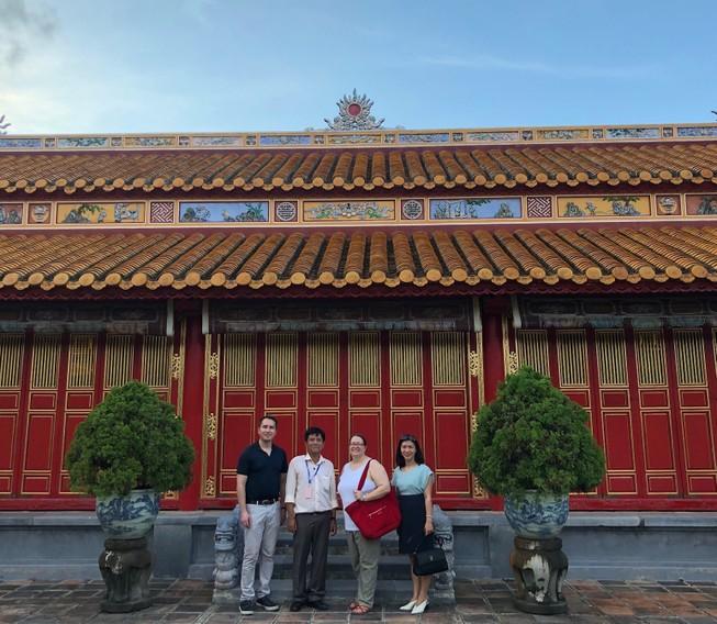 Tổng Lãnh sự Mỹ có chuyến thăm đầu tiên đến Huế và Đà Nẵng
