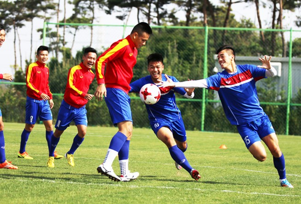 U-20 Việt Nam gồng mình gánh tạ rèn sức mạnh