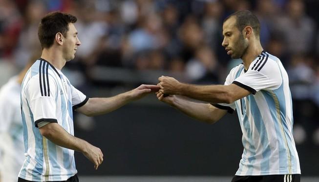Mascherano tin vào Messi, nghi lật đổ HLV Sampaoli