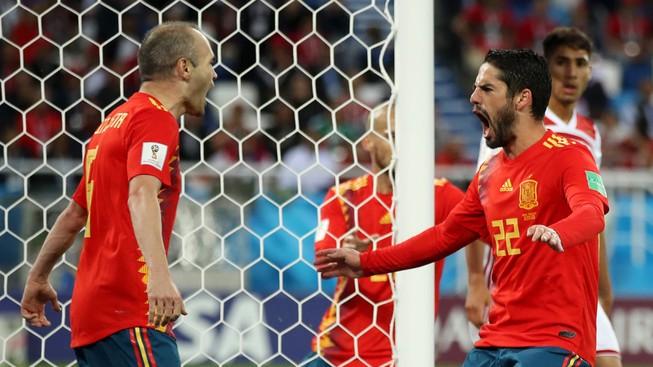 Bò tót Tây Ban Nha sẽ húc ngã gấu Nga hơn một bàn thắng