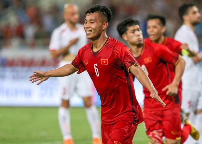Văn Thanh chấn thương phải chia tay AFF Cup, thầy Park lo lắng