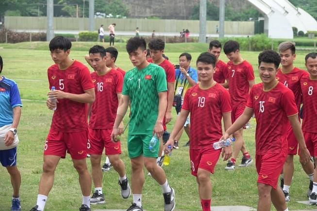 Thầy trò ông Park thư thái trước trận quyết đấu Singapore