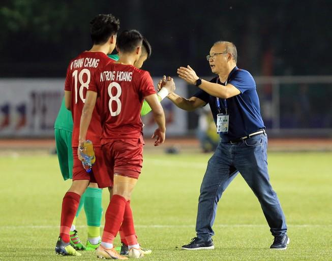 Thưởng nóng tiền tỉ cho các đội tuyển bóng đá nam, nữ Việt Nam