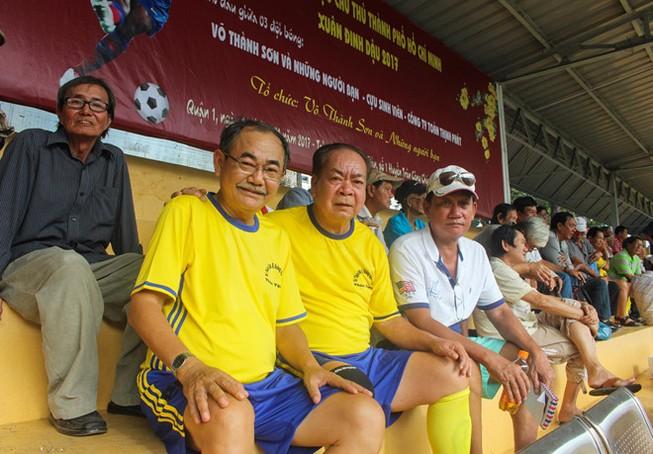 Võ Thành Sơn và NSND Việt Anh lo tết cho cựu tuyển thủ nghèo
