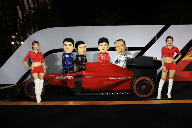 'Go Vietnam Now!' - gay cấn chặng đua F1 đầu tiên tại Việt Nam