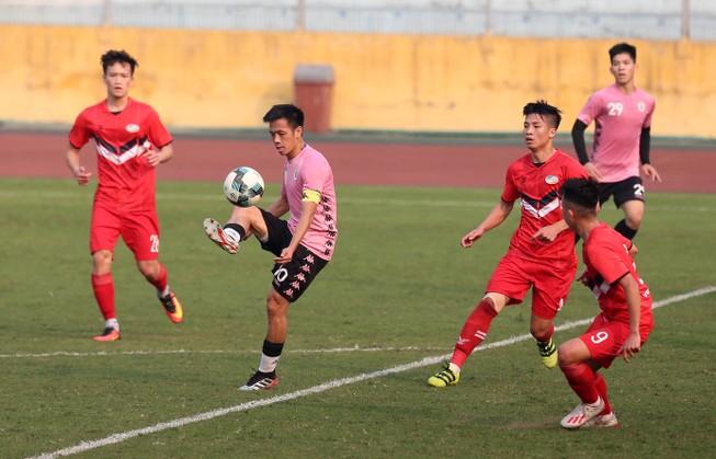 Dàn tuyển thủ Việt Nam giao đấu trên sân Hàng Đẫy