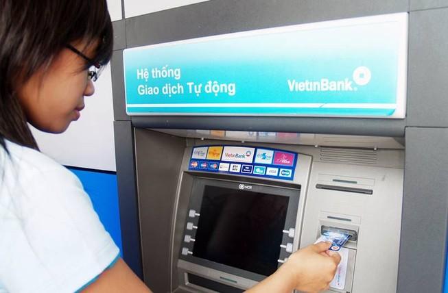 'Phí rút tiền ngân hàng đáng lẽ phải tăng lên 10.000 đồng'