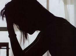 Vợ mang bầu suy sụp vì chồng chết lõa thể, ôm phụ nữ lạ