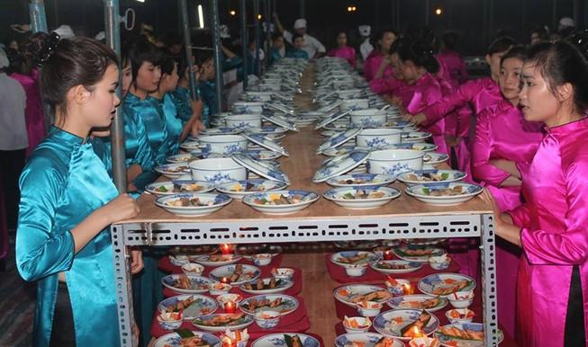 Bữa tiệc tiền tỉ trong cung cấm