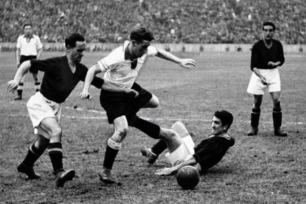 """Bí ẩn """"trận bóng đá sinh tử"""" gây tranh cãi trong lịch sử"""