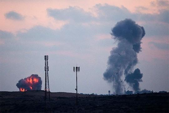 Israel không kích đẫm máu, ồ ạt vào Dải Gaza