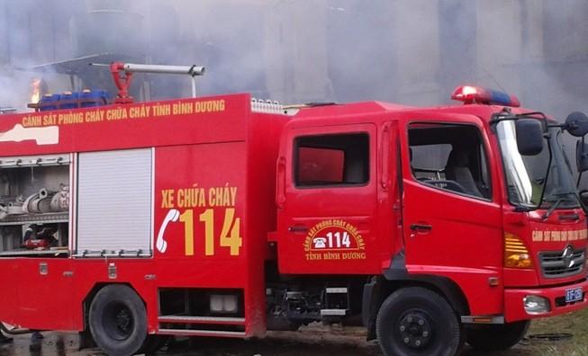 Cháy lớn tại công ty giầy da ở Bình Dương
