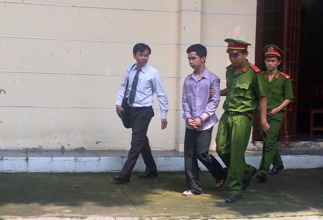Bị ba đánh, thiếu nữ bỏ nhà đi bị bạn hàng xóm hiếp dâm