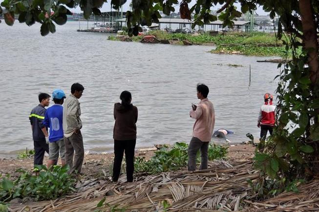 Nữ sinh viên để lại 400.000 đồng trên cầu rồi nhảy xuống sông tự tử