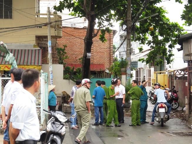 Hàng trăm người hoảng loạn vì 'mìn' trước nhà dân