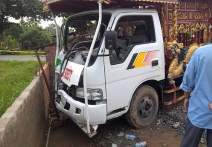 Khởi tố tài xế lái xe tang tông chết 3 người