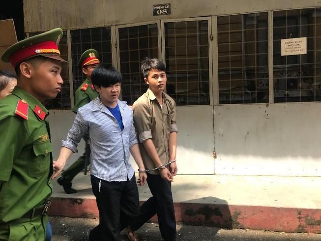 Giả cảnh sát bắt giữ người nước ngoài để tống tiền