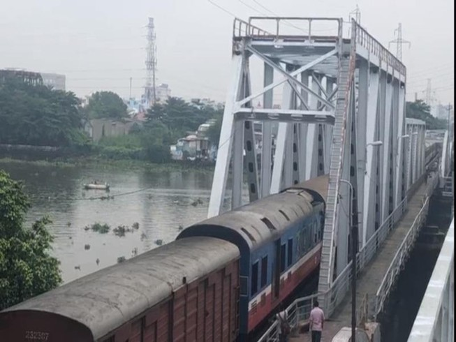 Chính thức thông cầu đường sắt Bình Lợi mới