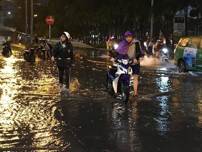 Ngao ngán với đường Nguyễn Hữu Cảnh