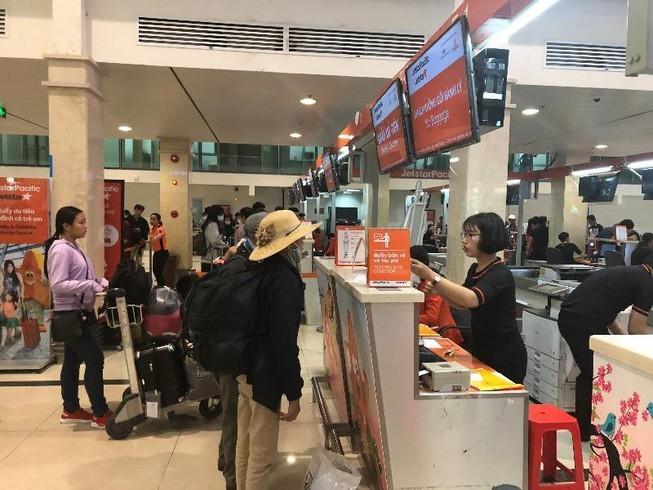 Bị hoãn chuyến bay có phải check in lại từ đầu?