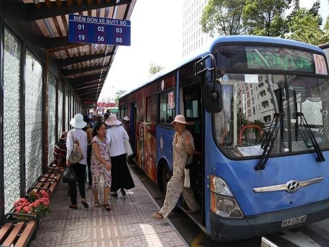 Những ai được đi xe buýt miễn phí?
