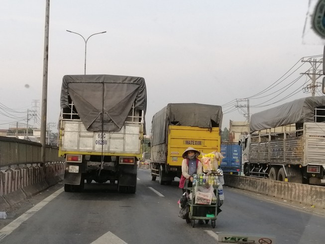 Hạn chế xe tải nặng trên quốc lộ 1