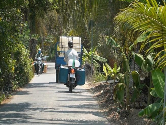 Chở nước ngọt về Tiền Giang cứu 12.000 ha sầu riêng