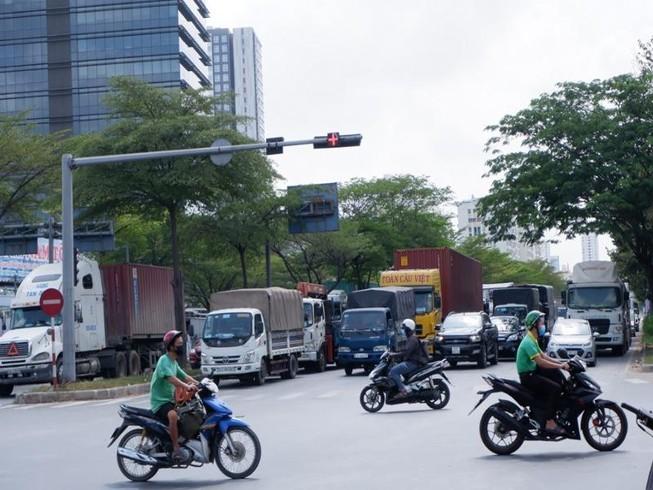 TP.HCM: Xe khách, taxi, xe công nghệ hoạt động trở lại