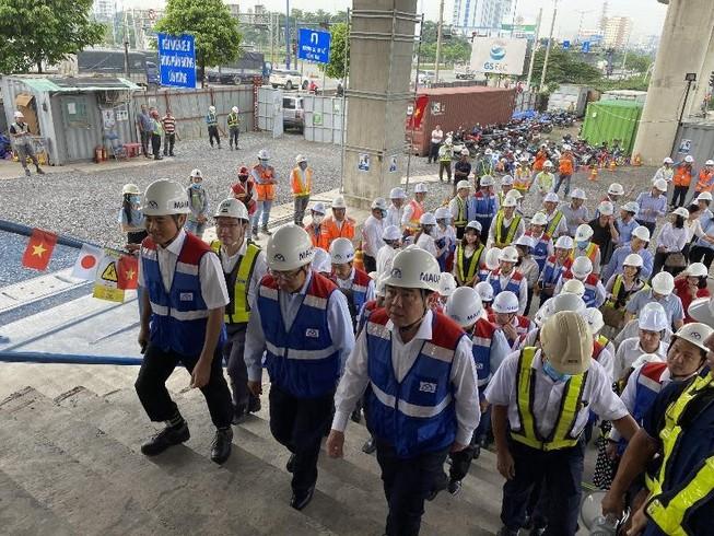 Phó Thủ tướng Phạm Bình Minh thị sát tuyến metro số 1