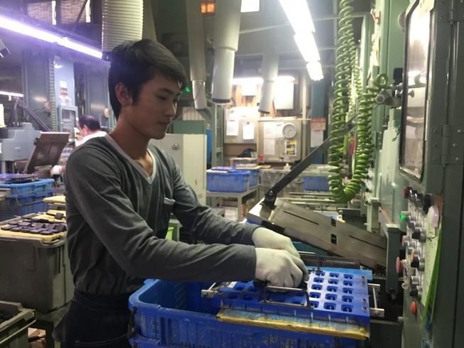 Thực tập sinh Việt Nam đang làm việc tại các phán xưởng sản xuất tại Nhật Bản- Ảnh: Phong Điền