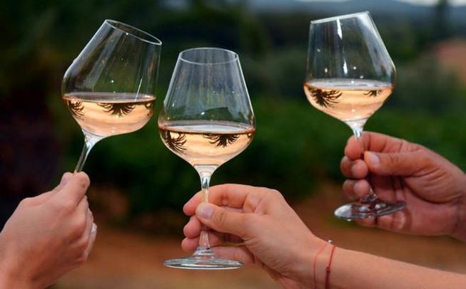 Đề nghị 'khai tử' quy định cấm bán rượu trên internet