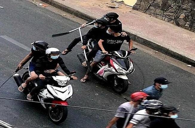 Nhóm bị cáo thực hiện hàng loạt vụ cướp bằng dao tự chế