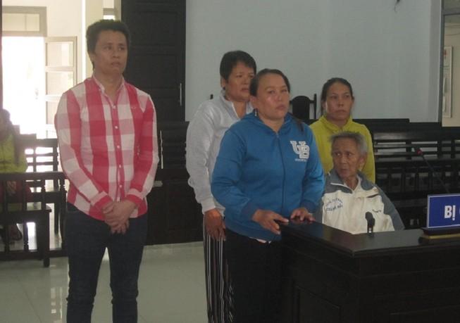 Bán đất khống, 5 người trong gia đình vướng lao lý