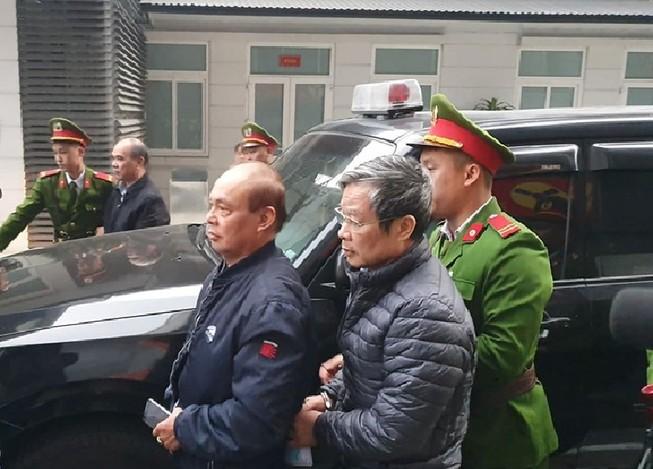 Bị cáo Nguyễn Bắc Son và Trương Minh Tuấn xuất hiện tại tòa