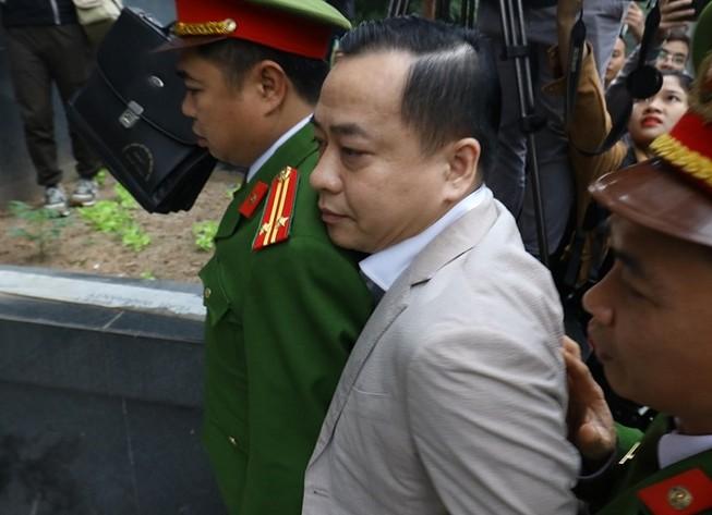 Vũ 'nhôm' cùng cựu chủ tịch TP Đà Nẵng đã tới tòa