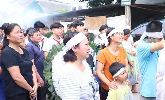 Đẫm nước mắt tiễn 8 học sinh đuối nước ở Hòa Bình
