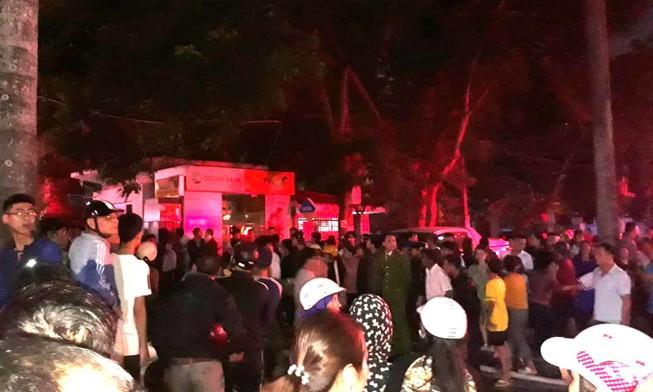 3 cảnh sát nhường mặt nạ cho dân khi lửa bao trùm
