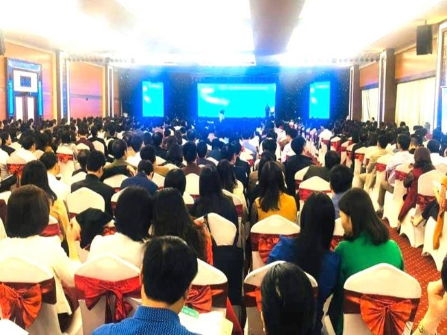 Dừng hội thảo chọn sách có ngàn người dự để ngừa COVID-19