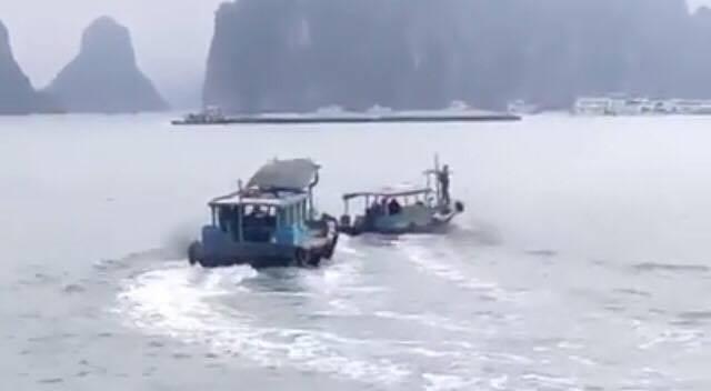 Hai tàu vỏ gỗ rượt nhau trên vịnh Hạ Long