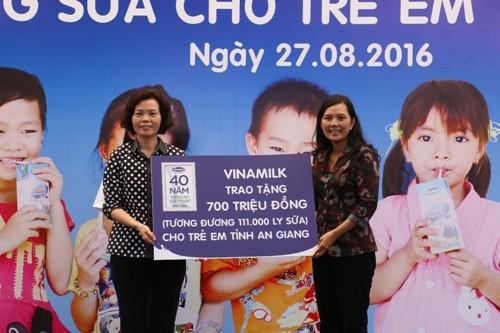 111.000 ly sữa trao cho trẻ em An Giang