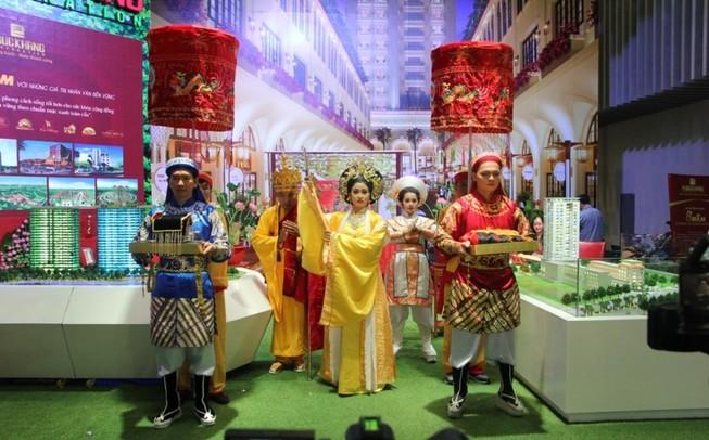 Đến triển lãm BĐS xem vở 'Thái hậu Dương Vân Nga'