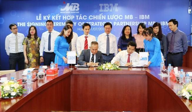 MB ký thỏa thuận hợp tác chiến lược với IBM