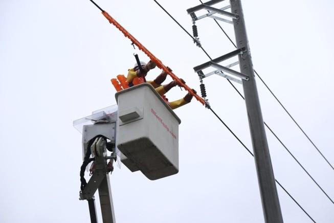 EVNNPC chính thức triển khai sửa chữa điện Hotline