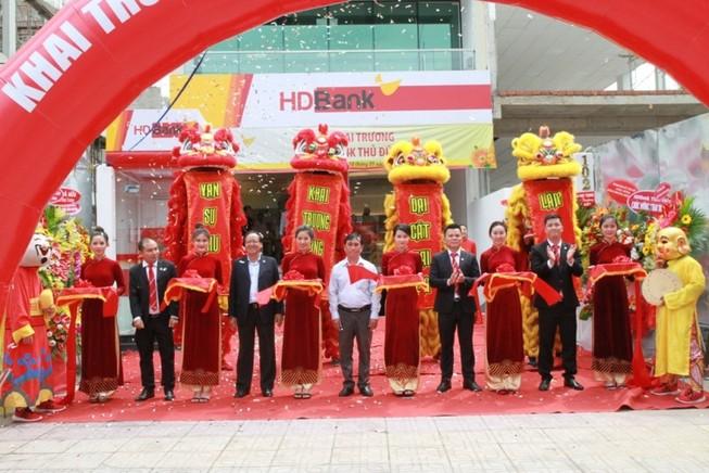 HDBank khai trương hai trụ sở mới tại TP.HCM