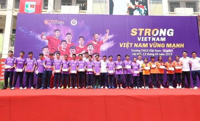 Quang Hải, Bùi Tiến Dũng giao lưu với học sinh dịp Trung thu