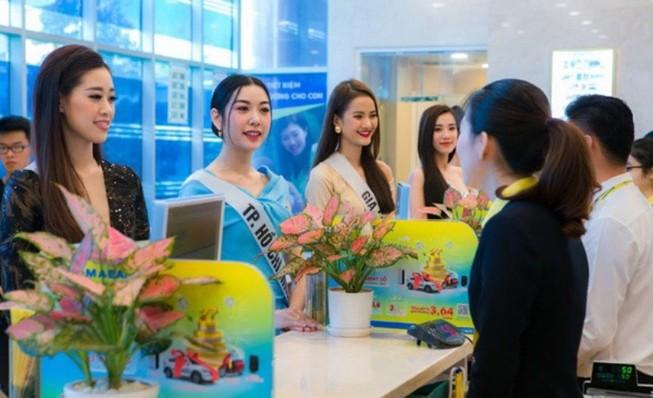 Nam A Bank trao thẻ JCB cho tân Hoa hậu Hoàn vũ Việt Nam