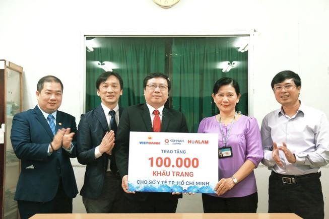 Tài trợ 100.000 khẩu trang cho Sở Y tế TP.HCM